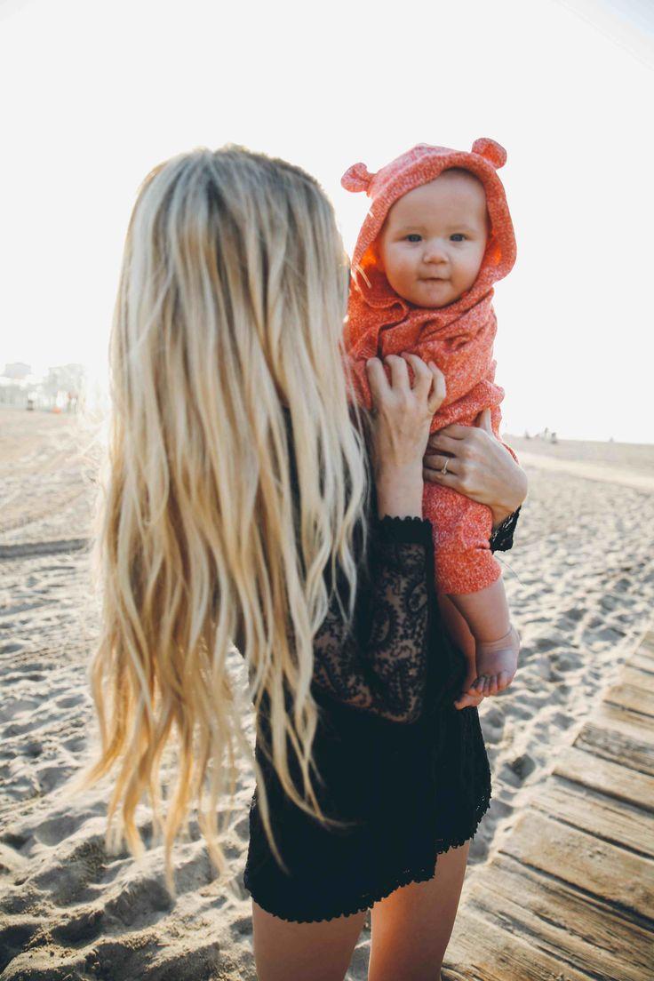 Barefoot Blonde - beach wave hair tutorial ... Girl as the BEST blonde beachy hair ever!
