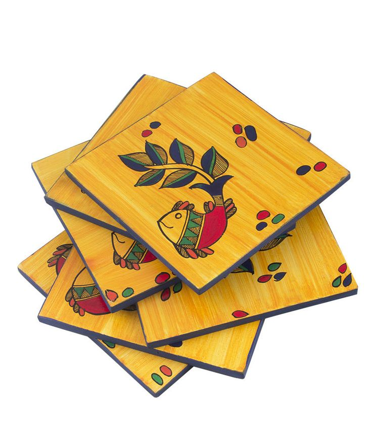 These yellow hand painted coasters will surely add to the finesse of your house. A madhubani fish figurine adorned each coaster. Vibrant and attractive colours are used to add to its beauty