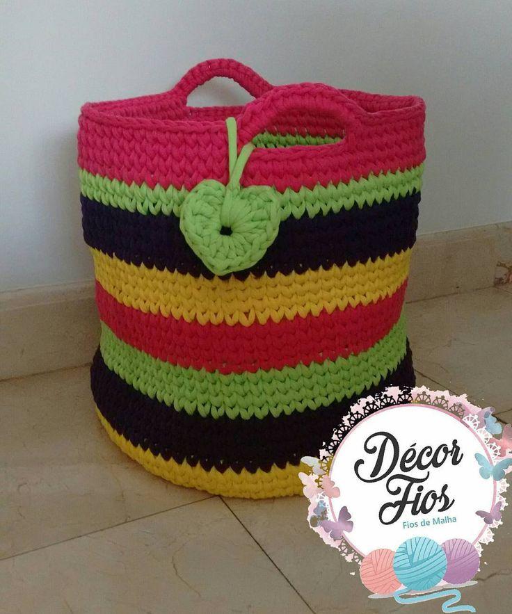 nuova decorazione per la mia stanza, amo i colori 😘😉😍, @ateliepontosefios Grazie per l'aiuto con il 😘 maniglie Nota: Vendiamo solo filati per maglieria e uncinetto accessori 😘😉 #fiosdemalha #bolsas #cestos #cestosemfiodemalha #croche #crochet #colors #colorido #feitoamao #handmadecrochet #feitopormim #artesanato #art #decor #decoracao #myquarto