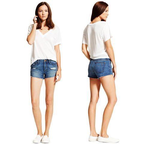 Дьявол в деталях, гласит известная английская поговорка. Эти джинсовые шорты DL1961 тому подтверждение. Важная геометрия низа шортов делает ноги зрительно чуть длиннее. Деталь, а приятно. Подобрать себе такие вы сможете в JiST или jist.ua #fashionable #streetstyle #outfitidea: #stylish #DL1961 #jeans #shorts help to create #chic #summer #outfit #мода #стиль #тренды #джинсы #шорты #модно #стильно