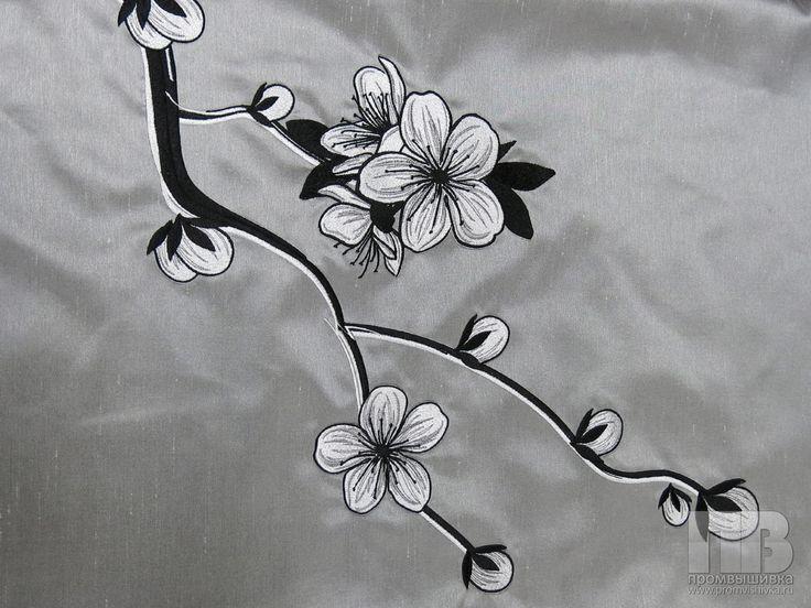 Вышивка на шёлковом платье в Москве в японском стиле