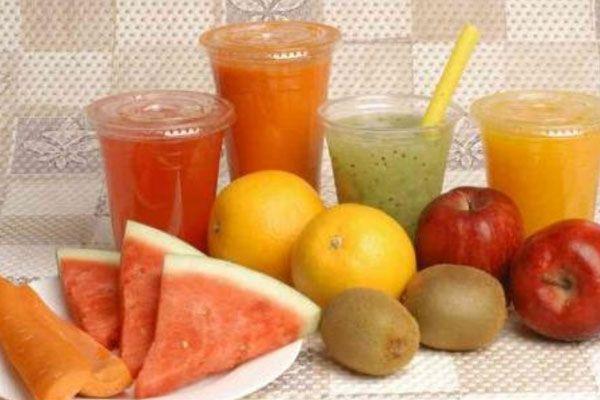 Ingredientes para hacer un zumo revitalizante que palíe los efectos secundarios de la quimioterapia...