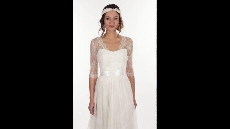 Accessoire pour robe de mariée. Boléro ouvert devant en dentelle de Calais chantilly. Manches trois-quart. BO2A-520€ www.metalflaque.fr