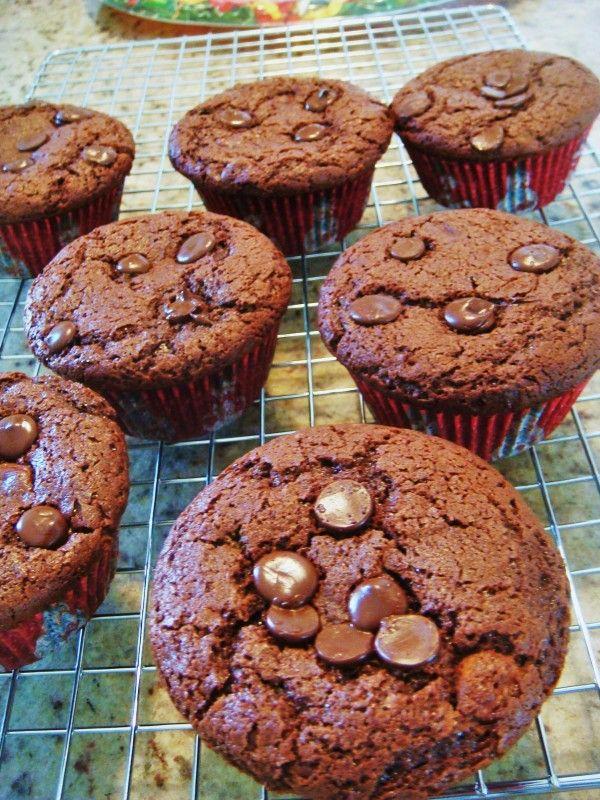 cupcakes com gotinhas de chocolate e ganache