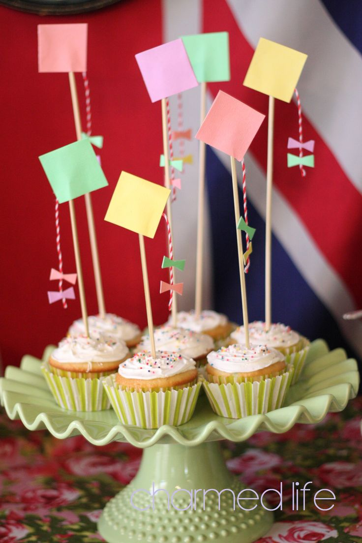 Mary Poppins Party..Go fly a kite cupcakes