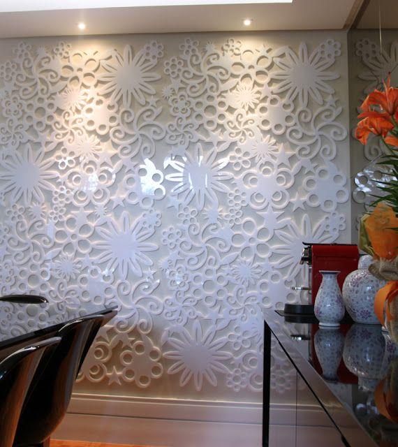 Painel floral executado em acrílico, aplicado diretamente na superfície