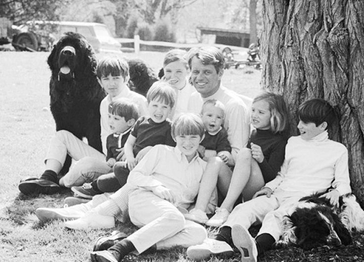 United States Attorney General Mr~~Robert Francis Kennedy (November 20, 1925 – June 6, 1968) with his family.❤❤❤ ❤❤❤❤❤❤❤  http://en.wikipedia.org/wiki/Robert_F._Kennedy   http://en.wikipedia.org/wiki/Ethel_Kennedy