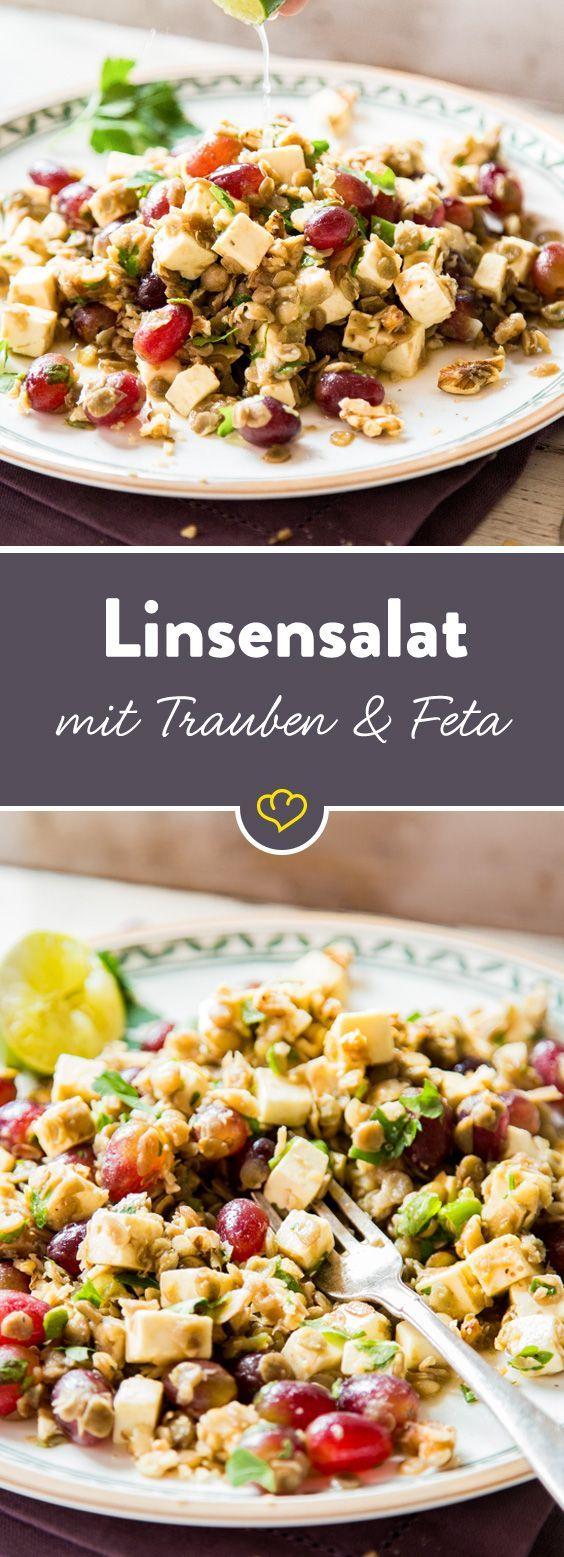 In einem bunten Salat stimmen Linsen, cremiger Feta, saftige Trauben und…