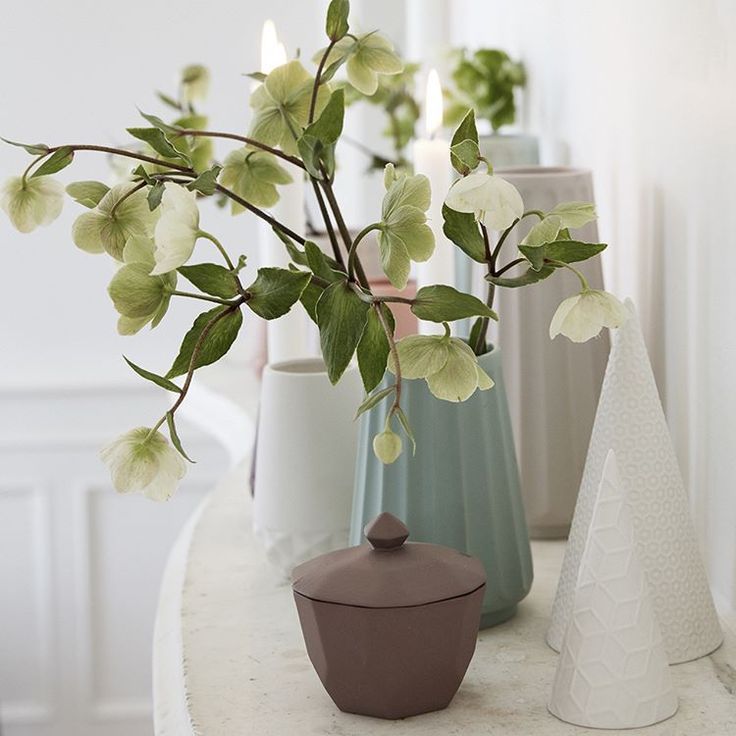 Happy Sunday! Beautiful flowers sometimes makes the difference. Put the flowers in one of our gorgeous vases.