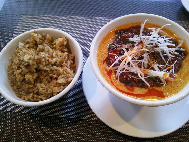 ランチセット 胡桃担々麺と五目炒飯
