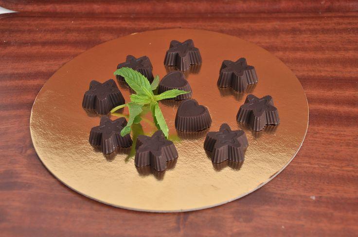 Bomboane de ciocolata gustoase si raw vegane.