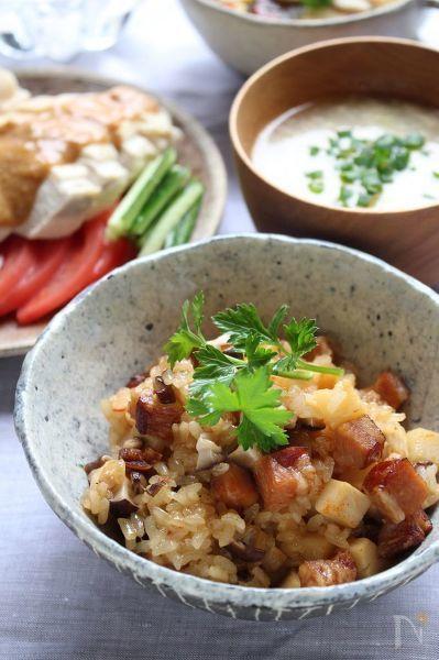 土鍋でご飯を炊くのって意外と簡単で、炊飯器で炊くより、ずっと美味しく炊けます。  おこわだって炊けちゃいます。  ちょっとピリ辛のおこわ、美味しかったです。