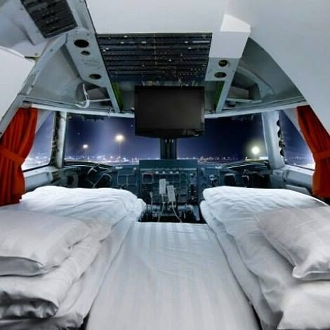 Comparateur de voyages http://www.hotels-live.com : Reasons we love hostels #13: You can sleep in some weird-ass places! Hostel experiences dont get any more unique than chilling on a Boeing 747-200 Jumbo Jet. Jumbo Stay is 29 cabins transformed in to sleeping pods with this deluxe suite room in the cockpit. Theres even breakfast from 3am and a free shuttle bus to Arlanda airport for a hella smooth journey to wherever youre off to next.  #stockholm #jumbojet #uniquetravel #hostel…