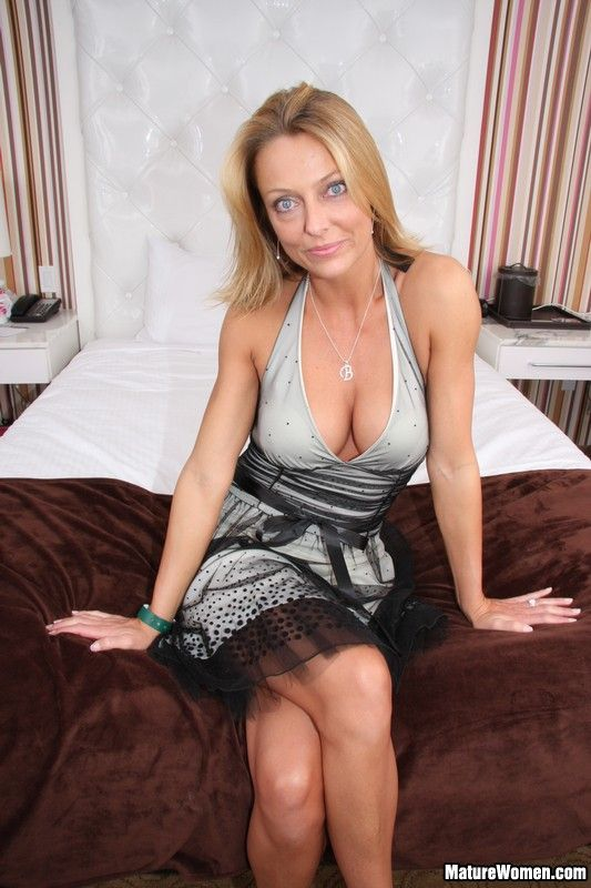 Pin On Good Looking Moms-7943