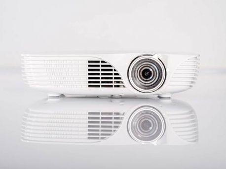 Acer K138ST : Projecteur LED 720p à focale courte avec capteur LumiSense+