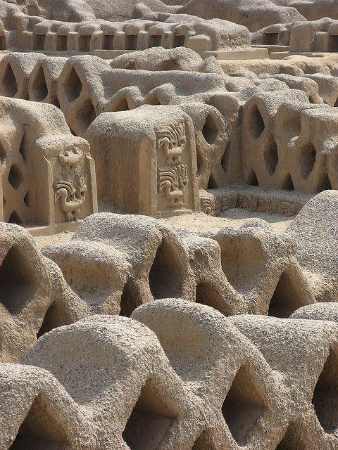 Cultura Chimu: Por su gran volumen y su antiguo prestigio de haber sido la capital de un importante y rico reino, Chan Chan ha estado presente en el interés de los viajeros e investigadores desde hace siglos.