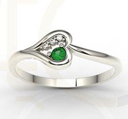 Pierścionek z białego złota ze szmaragdem i diamentami / Ring made from white gold with emerald and diamonds / 777 PLN / #jewellery #ring #heart #pierscionek #serce #love #emerald #diamonds #valentines