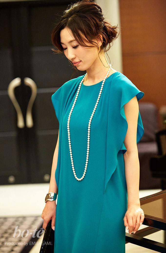 63d4124e23e99 鮮やかグリーン・袖フリルの大人可愛いカラードレスで気分も華やぐパーティーコーデ