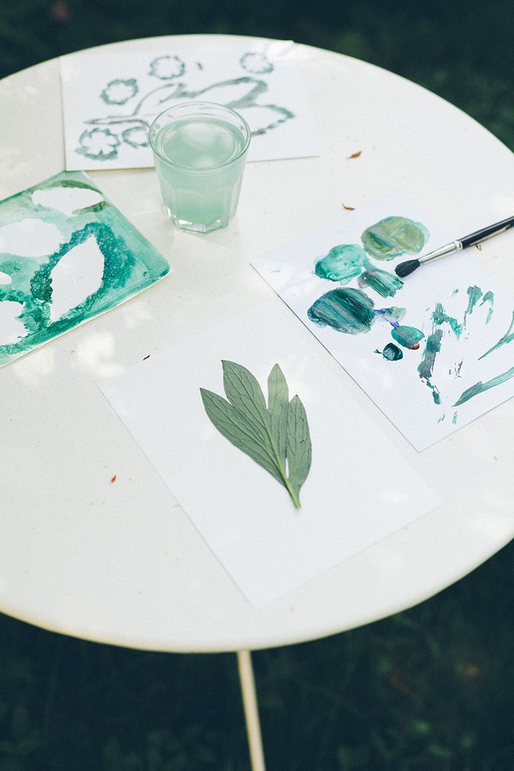 How to make prints with flowers. Printmaking with leaves and flowers. BLOMSTRANDE | Blomstertryck: tryck med blommor och blad | http://blomstrande.com