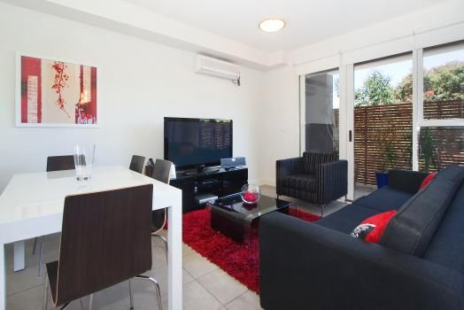 8/114a Westbury Close, East St Kilda, Melbourne. This modern East St Kilda apartment includes an open plan kitchen with lounge / dining area – all fully equipped and tastefully furnished. It has abundant natural light with a large balcony.  This apartment comes with the maximum possible pay TV (Foxtel) package, ie, you have access to all possible channels.