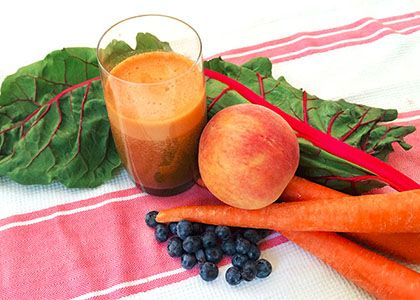1 peach 1 cup (150 g) blueberries 5 carrots 2 chard leaves and stalks 1 in (2.5 cm) piece of ginger