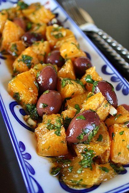 Πικάντικη σαλάτα με πορτοκάλια και ελιές