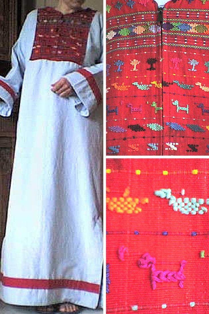huisjurk gemaakt uit een zuid-Amerikaans jack (de geborduurde pas, zie rechterfoto's), gecombineerd met lichtblauwe gordijnstof en restjes rode stof voor de accenten