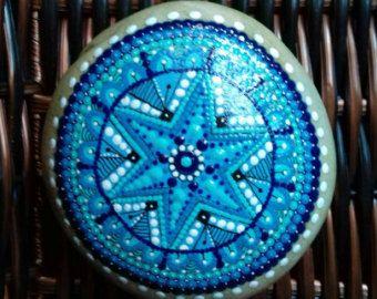 Mandala. Stone handpainted. by PiedrasPintadasES on Etsy
