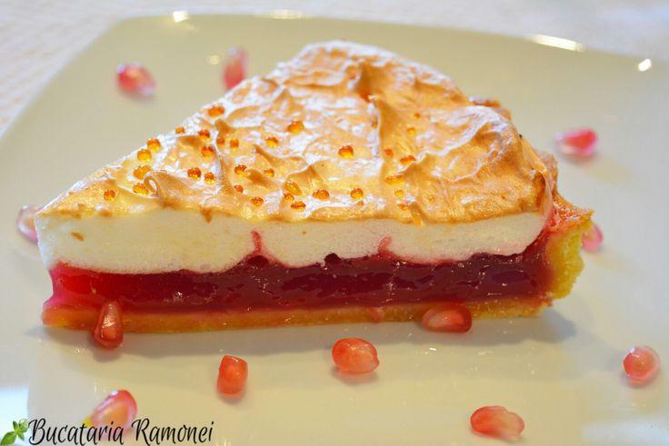 Va propun o tarta delicioasa cu un fruct foarte bun, de sezon! Nu ezitati sa descoperiti aceasta reteta si, de ce nu, sa o pregatiti! Veti ramane surprinsi de cat de buna este tarta: http://bucatariaramonei.com/recipe-items/tarta-cu-crema-de-rodie-si-bezea/