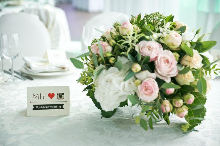 """we love Instagram"" cards near centerpiece flowers"