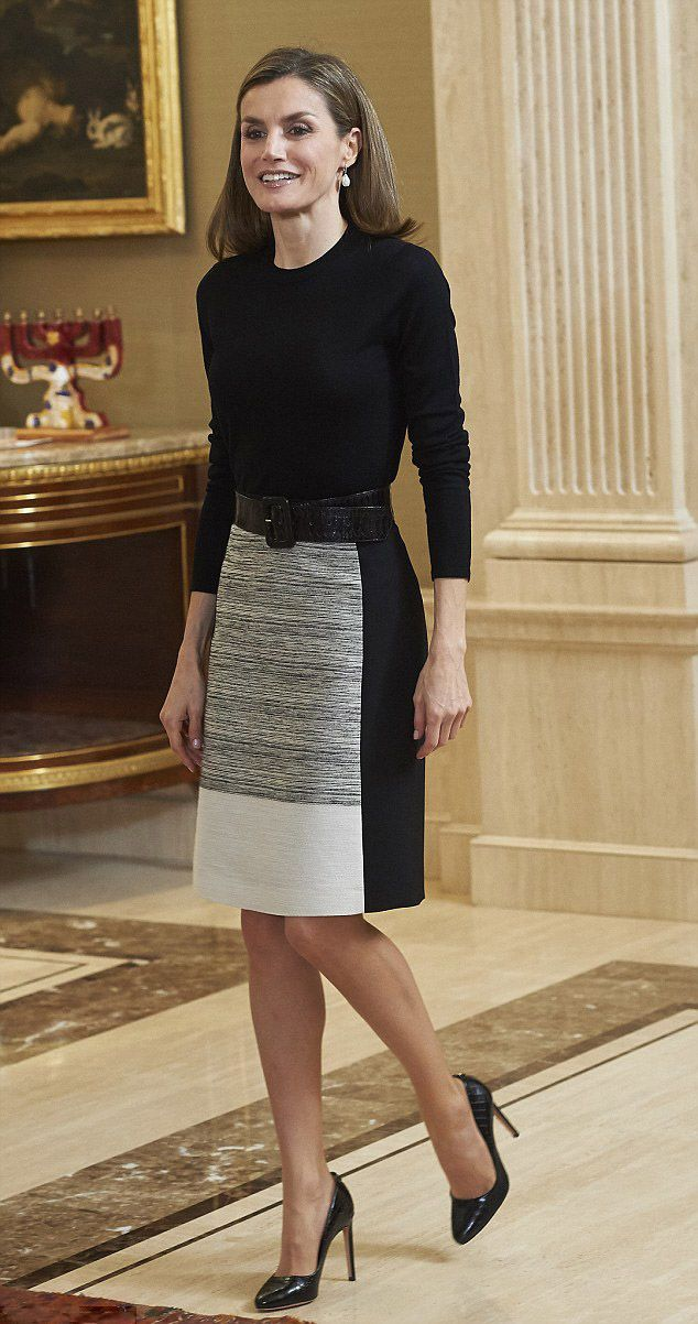 Queen Letizia of Spain looks stunning in simple separates, she teamed her simple yet stylish outfit with coordinating black heels as she welcome guests at their Madrid palace.