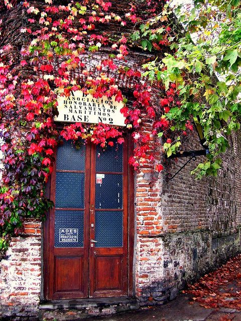 """""""Colonia del Sacramento was founded in 1680 by Manuel Lobo, Governor of Rio de Janeiro, to be a Portuguese rival to Buenos Aires, directly across the River Plate. Fought over by Spain and Portugal for almost a century (changing hands seven times between 1680 and 1778), it was known as la manzana de la discordia (the apple of discord)."""" Uruguay: the Bradt Guide; www.bradtguides.com"""