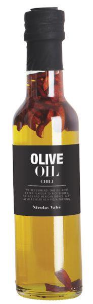 Olivenolje med Chili, 25 cl. Perfekt til risretter, salater, mexikanske retter eller topping på pizza. 92% præparat af olie (99,5% extra jomfruolivenolie, 0,5% naturlig aroma ), 8% chili.