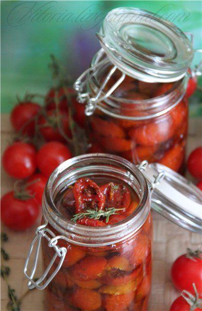 """Рецепт из книги Ришар Бертини """"Свой хлеб"""" так называемая палочка выручалочка. Вяленые помидоры можно сделать впрок и хранить в холодильнике. Я очень часто…"""