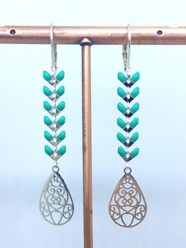 Boucles d'oreilles dormeuses épi chevron émaillé bleu turquoise en métal argenté : Boucles d'oreille par manava-creation