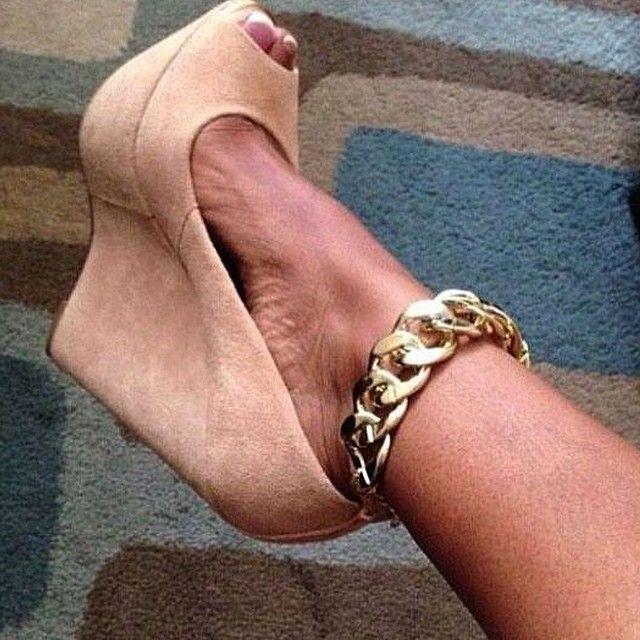 #anklet chain designs #anklet designs in gold #gold anklets designs #gold anklets in joyalukkas #gold anklets in malabar gold #gold anklets tanishq #silver anklets #silver anklets designs for bride #silver anklets online