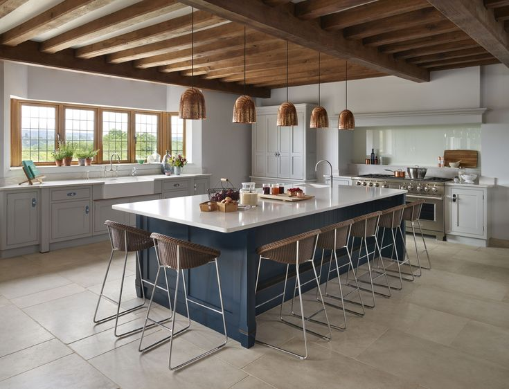 This classic contemporary Martin Moore kitchen marries large steel appliances with elegant hand painted furniture.