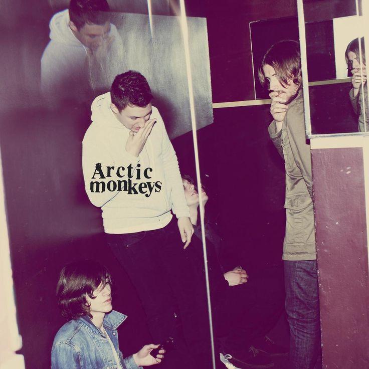 http://thebluecornerlounge.com/the-magnificient-seven/  Pochette du troisième album du groupe de musique anglais Arctic Monkeys intitulé : 'Humbug'.  #Pochette #Album #Humbug #ArcticMonkeys