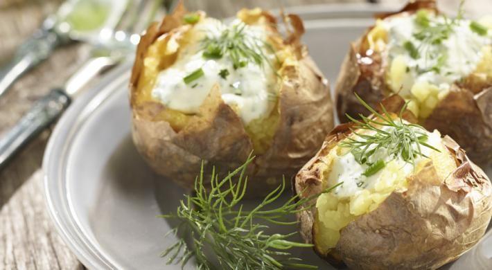 Cartofi la gratar, cu sos delicios si voie-buna!