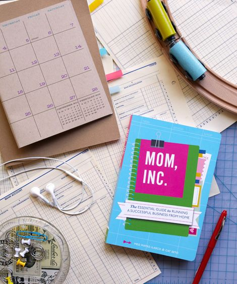 mom, inc. a must read for moms who run their own businesses (or want to): Worth Reading, Business Woman, Books Worth, Be A Mom, Books Mom, Cat Seto, Success Business, Home Business Start Up Ideas, Design Blog