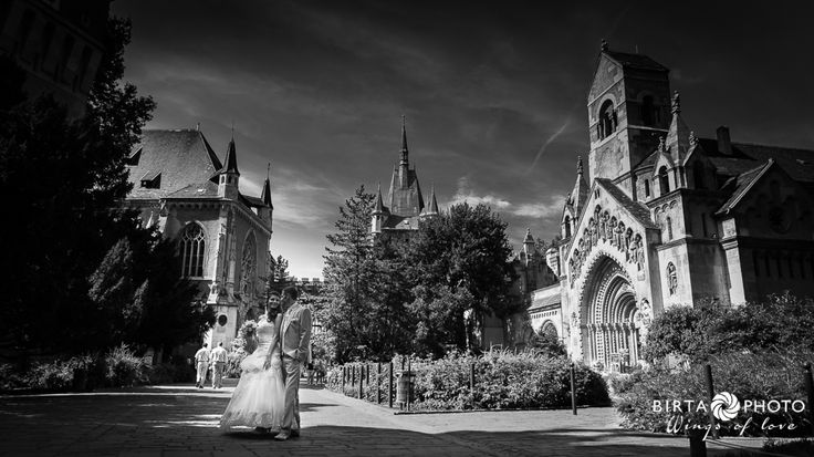 wings of love - wedding photo - www.birtaphoto.com #WeddingPhotographer #Vienna #lovephotography
