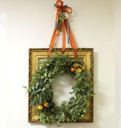 wreath on frame: Frames Wreaths, Christmas Wreaths, Decor Ideas, Pictures Frames Crafts, Myhomeidea Com, Holidays Decor, Picture Frames, Christmas Decor, Wreaths Ideas