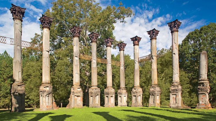 Windsor Ruins | We've rounded up 11 of the most iconic Southern homes that continue to influence our region's design sensibilities. See how you can visit one of these grandes dames in person.
