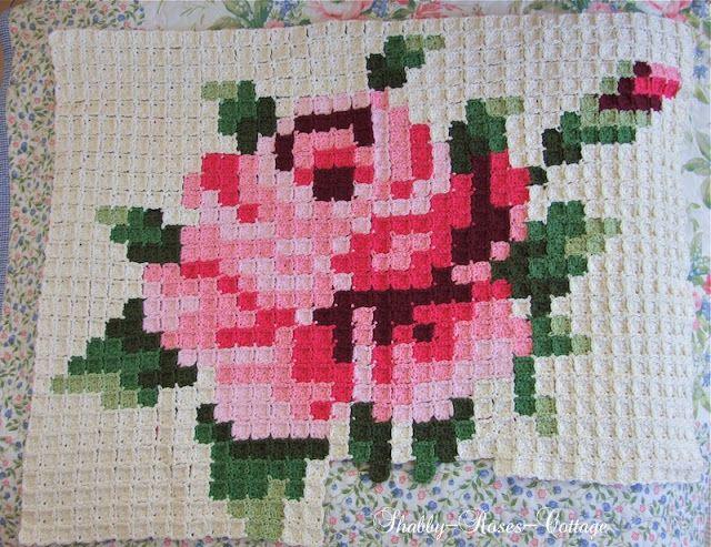Shabby-Roses-Cottage: Crochet rose blanket in progress