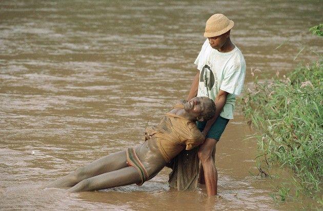 Gallery For > Rwanda Genocide Bodies In River