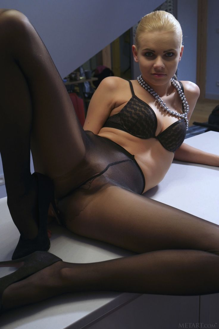 Galleries pantyhose babe
