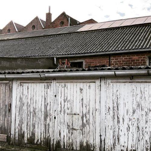 Envers du décor #porte #garage #peinture #usine #rue Images et