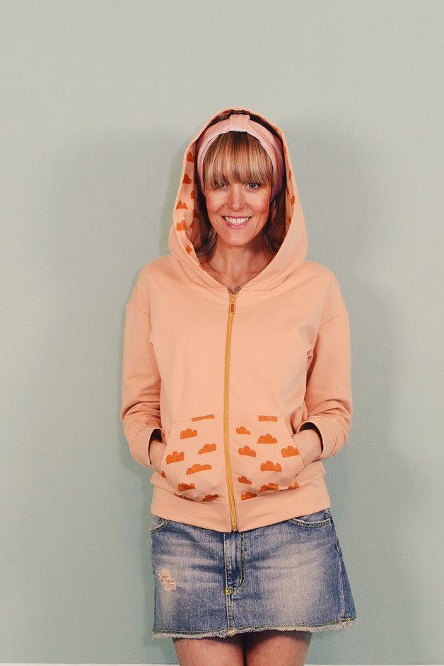 """Sportjacken & -Hoodies - Kapuzenjacke """"CLOUDY ROSA"""" Damen Jacke Sweat - ein Designerstück von Bonnie-and-Buttermilk bei DaWanda apricot soft orange licht oranje cloud print wolken"""