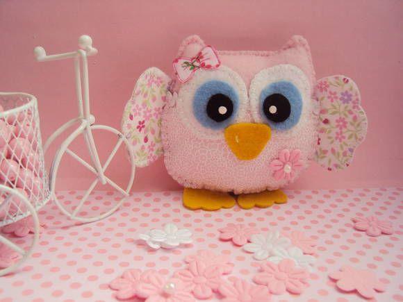 Corujinha Luana, toda faceira rsrs confeccionada em feltro e tecidinho rosa com lacinho e florzinha, linda para decorar o quarto da sua bebê, para decoração de mesa de bolo, lembrancinha chá de bebê, lembrancinha de chá de panela ou chaveiro. R$ 15,50