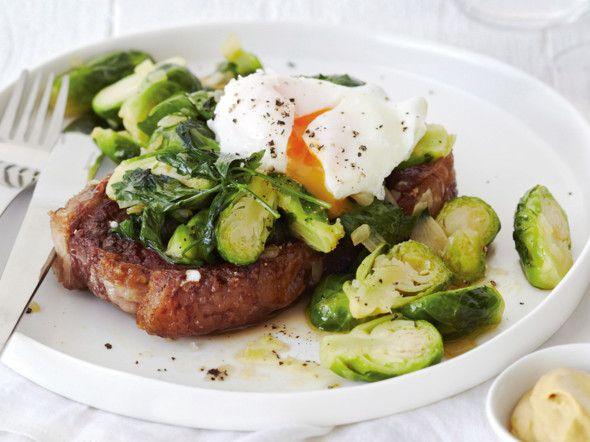 Steak mit gebratenem Rosenkohl und pochiertem Ei Rezept